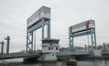 Belleville_Turnpike_lift_bridge_SW_cloudy_jeh.jpg