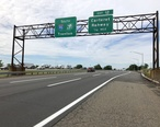 2018-06-20_09_31_17_View_south_along_Interstate_95__New_Jersey_Turnpike__just_north_of_Exit_12__Carteret__Rahway__in_Linden__Union_County__New_Jersey.jpg