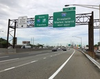 2018-06-20_09_22_32_View_south_along_Interstate_95__New_Jersey_Turnpike__just_north_of_Exit_13__Interstate_278__Elizabeth__Staten_Island__in_Elizabeth__Union_County__New_Jersey.jpg