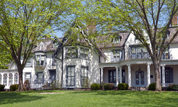 Ringwood_Manor_spring_2015.jpg