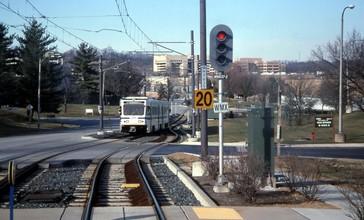 Baltimore_Light_Rail_train_entering_Gilroy_Road_station__March_2000.jpg