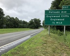 2018-07-22_09_49_59_View_south_along_New_Jersey_State_Route_445__Palisades_Interstate_Parkway__just_north_of_Exit_1__Palisade_Avenue__Englewood_Cliffs__Englewood__in_Englewood_Cliffs__Bergen_County__New_Jersey.jpg