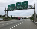 2018-07-21_18_08_18_View_north_along_Interstate_95__New_Jersey_Turnpike_Eastern_Spur__at_the_exit_for_Interstate_80_WEST__Hackensack__Paterson__in_Ridgefield__Bergen_County__New_Jersey.jpg