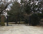 Gate_and_driveway_at_home_of_famous_rock_star_in_Rumson_NJ.JPG