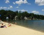Lake_Hopatcong_State_Park_NJ_beach_scene_houses_in_distance.jpg