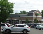 New_Providence_NJ_shopping_center_with_supermarket_and_cars.jpg