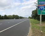 2018-08-26_17_38_00_View_north_along_Interstate_295_and_U.S._Route_130_north_of_Exit_18_in_Paulsboro__Gloucester_County__New_Jersey.jpg
