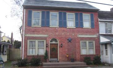 House_in_Bloomsbury_NJ_Kerr_Flickr.jpg