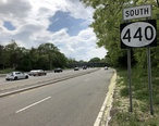 2018-05-20_14_41_10_View_south_along_New_Jersey_State_Route_440__Middlesex_Freeway__just_south_of_the_interchange_with_New_Jersey_State_Route_35_and_New_Jersey_State_Route_184_in_Perth_Amboy__Middlesex_County__New_Jersey.jpg