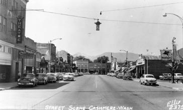 Street_Scene__Cashmere__WA__c.1940_s_.jpg