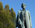 Abraham_Lincoln_-_Statue_in_Downtown_Spokane_WA_-_USA.jpg