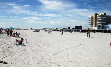 Atlantic_Beach_New_York_beach_view.jpg