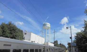 Carle_Place_LIRR_Station_and_Water_Tower.jpg