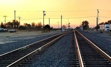 Central_Valley_sunset._-chowchilla_-railroad_-tracks__14841197006_.jpg