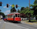 Issaquah_Valley_Trolley_car_519_crossing_Front_St_in_2014.jpg