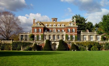 Old_Westbury_Gardens_Mansion.jpg