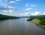 Hudson_river_from_bear_mountain_bridge.jpg