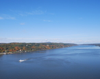 Bird_s-eye_view_of_Hudson_River_from_walkway_5.JPG