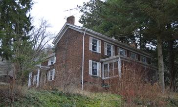 Fombell_House_from_southwest.jpg