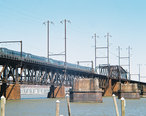 Acela_on_Susquehanna_Bridge.jpg