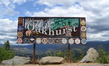 Welcome_to_Oakhurst.jpg