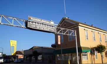 Castroville_Sign_and_La_Scuola__The_Schoolhouse_.jpg