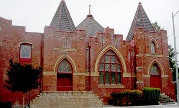 Hollister_United_Methodist_Church__Fifth_and_Monterey_Streets__Hollister__California__June_16__2007.JPG