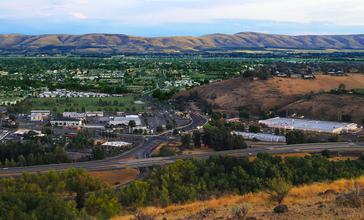 Yakima__Washington_as_seen_from_Lookout_Point.jpg