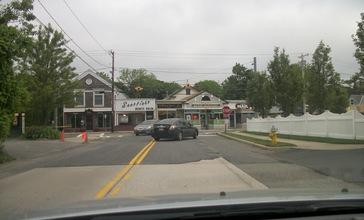 Bayport_Avenue_approaching_Middle_Road__Bayport__New_York.JPG