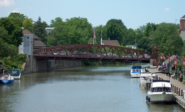 Erie_Canal_-_Fairport_Lift_Bridge.JPG