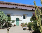 San_Juan_Bautista__CA_USA_-_Old_Mission_SJB_-_panoramio__42___cropped_.jpg