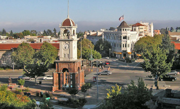 Downtown_santa_cruz__cropped__cropped_.jpg