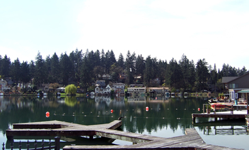 Lakewood_Bay_Oswego_Lake.jpg