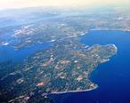 Aerial_view_of_Bainbridge_Island_and_Agate_Passage_in_Olympic_Peninsula.jpg