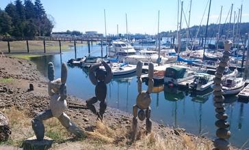Stone_Sculptures_at_Winslow_Wharf_Marina.jpg