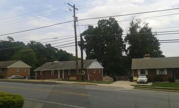 Houses_in_Oxon_Hill.jpg