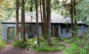 Alderbrook_Lodge_-_Rhododendron_Oregon.jpg