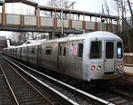 MTA_Staten_Island_Railway_local_train_at_Oakwood_Heights.jpg