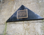 Plaque_at_remains_of_coal_mine_fan_house.jpg