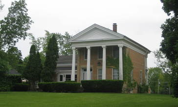 McHenry_Il_Count_s_House1.jpg