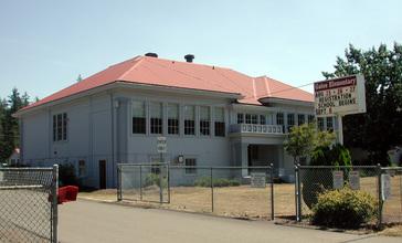 Gates_Oregon_elementary_school.jpg