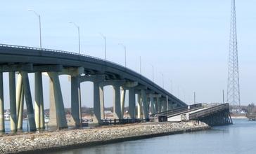 Ponquogue-bridge.jpg