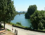 River_seen_from_downtown_Snohomish.jpg