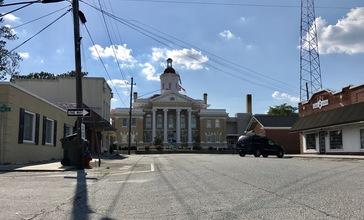 Courthouse_square_in_Kenansville__North_Carolina.jpg