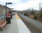 Atlantic_City_Line_platform_at_Lindenwold_station__December_2011.jpg