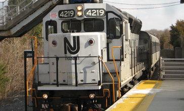 NJ_Transit_EMD_GP40PH-2B_4219.jpg