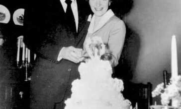 Newlyweds_Ronald_Reagan_and_Nancy_Reagan_1952.jpg