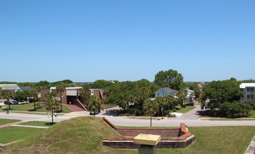 Sullivan_s_Island_viewed_from_Fort_Moultrie.JPG