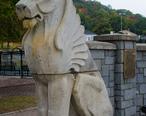 Cristoforo_Colombo_Park_lion_statue.jpg