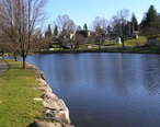 The_Lake_at_Kensico_Cemetery.JPG